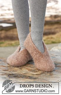 Ravelry: Felted slippers pattern by DROPS design Felted Slippers Pattern, Knitted Slippers, Knitted Hats, Knitting Patterns Free, Free Knitting, Crochet Patterns, Free Pattern, Hat Patterns, Crochet Stitches
