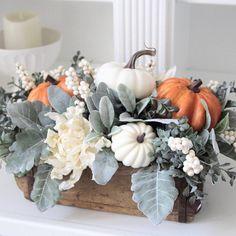 White Pumpkins, Fall Pumpkins, Fall Flower Arrangements, Pumpkin Centerpieces, Floral Centerpieces, Deco Table, Thanksgiving Decorations, Fall Decorations, Decoration Table