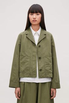 A casual design, this button-up blazer is made from a cotton-linen mix with a lapel collar. Cardigans For Women, Coats For Women, Jackets For Women, Color Khaki, Khaki Green, Cos Jackets, Green Blazer, Cropped Trousers, Cotton Linen