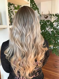 Ombre root blend with platinum. ❤️❤️
