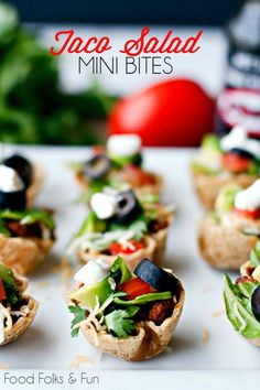 Taco Salad Mini Bites - a healthy & easy game day recipe. #SauceOn #EasyAppetizer #GameDay