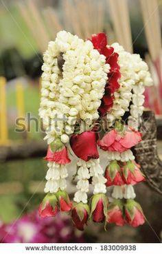 Flower Jewellery For Haldi, Flower Jewelry, Garland Wedding, Wedding Decorations, Indian Baby Showers, Bridal Mehndi Dresses, Mehndi Decor, Indian Wedding Photos, Wedding Planning Inspiration