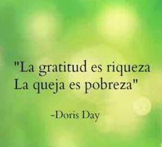 ?? La gratitud es riqueza. La queja es pobreza. Doris Day...