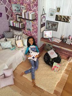 "shairastar: ""Hanging out…like a boss  "" Barbie Room, Barbie Life, Barbie World, Chelsea, Barbie Dream House, Diy Barbie Furniture, Barbie Diorama, Doll Display, Vintage Barbie Dolls"