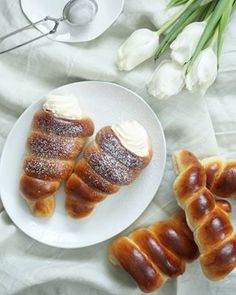no Pavlova, French Toast, Breakfast, Desserts, Food, Morning Coffee, Tailgate Desserts, Deserts, Essen