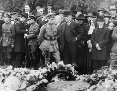 Joe O'Reilly at funeral of Michael Collins with Seán Collins, 1922 Anglo Irish Treaty, Roisin Dubh, Ireland 1916, Irish Independence, Irish Republican Army, Easter Rising, Erin Go Bragh, Michael Collins, Ireland Homes