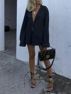 Oversized black blazer dress with strappy heels. Visit Daily Dress Me at dailydr… Fashion Killa, Look Fashion, Winter Fashion, 70s Fashion, Womens Fashion, Fashion Beauty, Mode Outfits, Trendy Outfits, Fashion Outfits