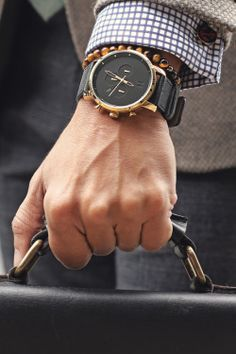 themanliness: The Black and Gold Chrono from MVMT. Stylish Watches, Cool Watches, Watches For Men, Ladies Watches, Luxury Watches, Simple Watches, Breitling, Cartier, Mvmt Watches