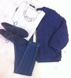 DAISY-CUT JACKET €79.95, SHORT-SLEEVE TOP €29.95, BLUE JEANS €39.95, WEDGE ANKLE BOOTS €44.95, NECKLACE €24.95