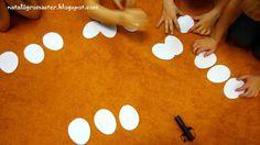 """Вырезала из плотной белой бумаги """"яйца"""", склеила два бумажных """"яйца"""""""