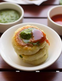 Corn Tikki or Corn Patties Recipe - One of my favorite tikkis made from mashed potatoes stuffed with sweet corn, chilies and cheese. Vada Pav Recipe, Bhaji Recipe, Corn Patties, Pav Bhaji Masala, How To Make Corn, Paratha Recipes, Fried Fish Recipes, Green Chutney, Patties Recipe