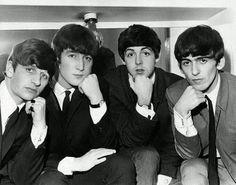The Beatles Les Beatles, John Lennon Beatles, Beatles Guitar, Great Bands, Cool Bands, John Lennon Paul Mccartney, Women In History, British History, Ancient History