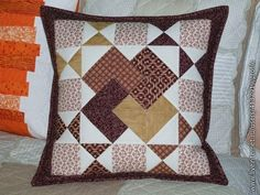 kartový trik v hnedom - My CMS Applique Cushions, Patchwork Cushion, Sewing Pillows, Quilted Pillow, Cushion Fabric, Quilting Projects, Quilting Designs, European Pillows, How To Make Pillows