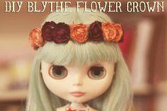 Make a blythe doll Flower Crown DIY Flower Crown Tutorial, Diy Flower Crown, Diy Crown, Miniature Fairy Gardens, Miniature Dolls, Blythe Dolls, Barbie Dolls, Doll Tutorial, Little Doll