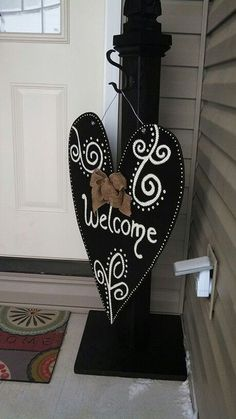 Front porch welcome post ideas are sure to inspire your next project. It will add warmth and charm to your porch. Find the best designs for Front Porch Posts, Front Door Porch, Front Door Decor, Front Porches, Welcome Post, Welcome Signs Front Door, Porch Signs, Door Signs, Wooden Crafts