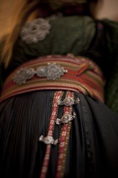 Beautiful Clothes, Beautiful Outfits, Folk Costume, Costumes, Doll Patterns, Norway, Hair Clips, Fashion, Hipster Stuff
