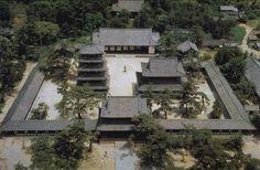 Horyuji. También se encuentra en Nara. A pesar del hecho de que el templo  de Todaiji tiene al Buda más grande, las personas que de verdad buscan el arte y la historia del budismo deben dirigirse al templo de Horyuji, que alberga muchos edificios antiguos y tesoros budistas.