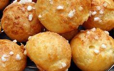"""750g vous propose la recette """"Chouquettes Thermomix"""" publiée par alineg5. Mini Desserts, No Cook Desserts, Paella, Bon Dessert, Thermomix Desserts, Profiteroles, Pastry Recipes, Biscuit Recipe, Beignets"""