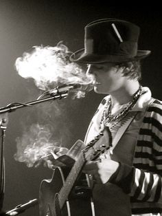 Pete Doherty smoke