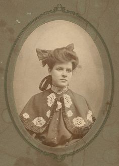 But that capelet though. Swoon! #Victorian #Edwardian #fashion #portraits