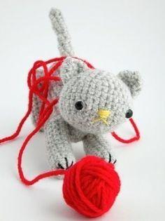 Kat met bol wol, gratis Engelstalig patroon.