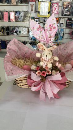 Wicker Hamper Basket, Baby Hamper, Easter Baskets, Gift Baskets, Cute Love Wallpapers, Baby Memories, Flower Designs, Baby Gifts, Christmas Decorations