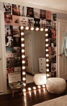 Vanity Mirror with Lights Ideas (DIY or BUY) for Amour Makeup Room Exquisite Kosmetikspiegel mit Lichtideen Room Ideas Bedroom, Bedroom Decor, Bedroom Designs, Paris Bedroom, Bedroom Headboards, Bedroom Lighting, Bedroom Apartment, Minimalistic Room, Stylish Bedroom