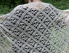 skull shawl pattern in English and Swedish on Ravelry