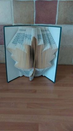 Book Folding Pattern for a Sycamore leaf by BookFoldingForever