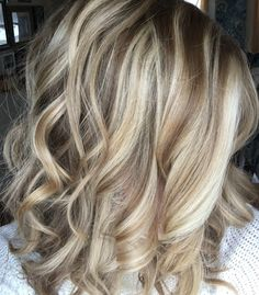 Love this hair color. Keep for future reference. My Hairstyle, Pretty Hairstyles, Balayage Hair Blonde, Layered Hair, Mi Long, Hair Highlights, Hair Today, Fall Hair, Gorgeous Hair