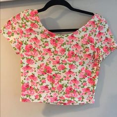 Floral crop top New worn floral crop top! Super stretchy and comfy from pacsun. Fits a size xs-m PacSun Tops Crop Tops