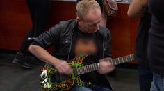 Def Leppard's Phil Collen Reconnects with His Jackson Signature Guitar on 'Pawn Stars' Best Guitar Players, Best Player, Guitar Tabs, Music Guitar, Las Vegas Shopping, Jackson Guitars, Pawn Stars, Phil Collen, Signature Guitar