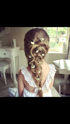 Flower girl hair and dress style