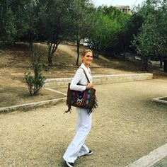 So grateful that the miracle of the Acropolis of Athens is a short drive away from home… showing friends around downtown Athens with my new @triaetc tote! #beautifulathenscentre #reasonsilovegreece #naturalandhealthyliving #chooseartisan