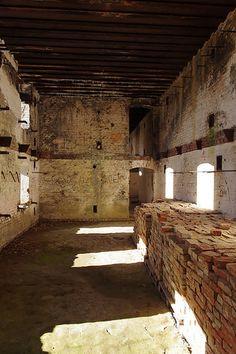 Twierdza Przemyśl to jedenasta pod względem wielkości fortyfikacja w Europie. W zespole obiektów militarnych do dziś kolekcjonerzy pamiątek znajdują cenne przedmioty żołnierzy. #Podkarpacie #Przemyśl #twierdza #militaria #historia #wojsko/ #Poland #travel #military #history #war #architecture