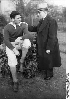 Heavyweight boxer Max Schmeling and his manager, Joe Jacobs, who was never without a cigar. 1930. Bundesarchiv, Germany.