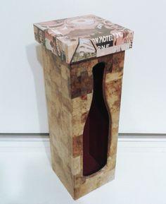 EU QUE FIZ... Caixa em MDF, decorada com papel reciclado <br>(não acompanha garrafa de vinho)
