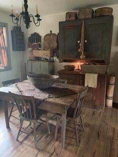 Primitive Home Decorating, Primitive Dining Rooms, Primitive Kitchen Decor, Primitive Furniture, Country Furniture, Home Decor Kitchen, Farmhouse Decor, Colonial Home Decor, Small Cottage Kitchen