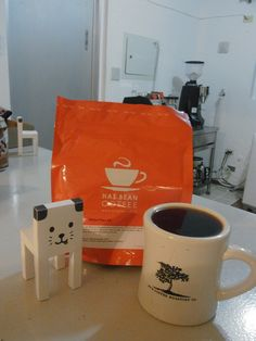 イギリスから届いたばかりの    ケニア Tegu AA ニエリ地区  1750-1900m SL28種、SL34種、K7種    ブラックカラントのようなジューシーな風味★  とてもきれいな透明感のある素晴らしいケニアのコーヒーです♪