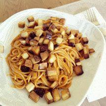 Dinkelspaghetti mit Paprikacreme und falschem Speck