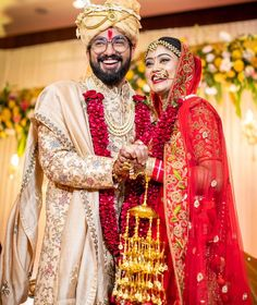 Bekhayali Duo Sachet Tandon And Parampara Thakur Just Got Married Bride Groom Photos, Indian Bride And Groom, Indian Bridal Outfits, Bridal Dresses, Love Couple Photo, Indian Wedding Couple, Indian Wedding Photography Poses, Haldi Ceremony, Groom Wear
