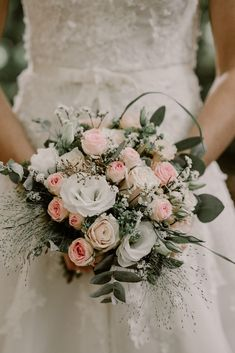 Wedding Flowers 86341 6 flowers for a summer wedding bouquet Floral Wedding Decorations, Wedding Flower Arrangements, Floral Arrangements, Summer Wedding Bouquets, Bride Bouquets, Fall Wedding, Wedding Reception Tables, Bridal Flowers, Rose Bouquet