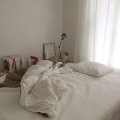 18 Cool Bedroom Decor in Your Home - Bedroom Design Interior Design Minimalist, Minimalist Bedroom, Minimalist Home, Minimalist Apartment, Home Bedroom, Bedroom Decor, Bedrooms, Bedroom Ideas, Bedroom Modern