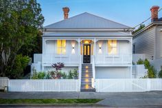 23 Rose Road, Grey Lynn - Property history and estimated values in Auckland City, Auckland Property Prices, Property For Sale, Exterior Paint Colors, Paint Colours, New Zealand Houses, Bungalow Exterior, Auckland New Zealand, Home Estimate, Luxurious Bedrooms