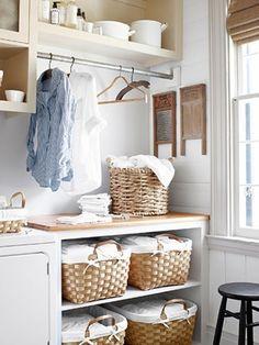 タオルに布団に冬服…おうちでかさばりがちな「10のもの」をすっきり収納!