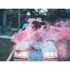 Brandon Woelfel is a Photographer based in New York. He created a unique style with unique photo edits. Brandon Woelfel said his career was growing too fast Smoke Bomb Photography, Girl Photography, Creative Photography, Photography Classes, Digital Photography, Street Photography, Shooting Pose, Brandon Woelfel, Smoke Art