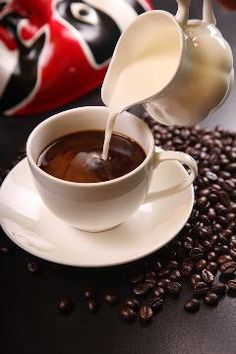 Wanting a - fresh roasted coffee beans - jura coffee machine Low Carb Coffee Creamer, Coffee Cups, Coffee Coffee, Drinking Coffee, Coffee Maker, Black Coffee, Coffee Today, Wiener Schnitzel, Intermittent Fasting Coffee