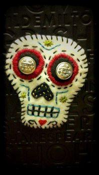 Sugar skull brooch in felt