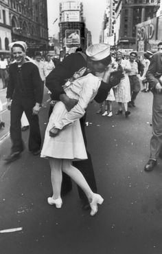 The iconic sailor and nurse photographed kissing in Times Square at the end of World War II