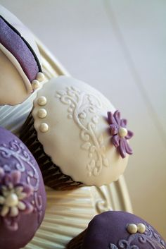 Vintage purple cupcakes